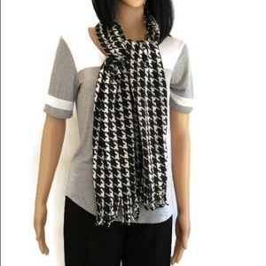 Soft black and white houndstooth scarf!